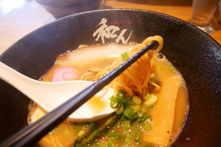 和歌山ラーメン和んで注文した和歌山ラーメンの麺画像