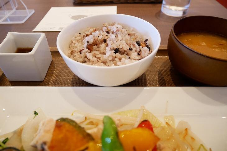 カフェ&レストラン ウエストリバーのヘルシーランチ十六穀米画像